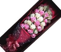 Hoa hồng sáp thơm 33 bông trắng hồng