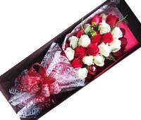 Hoa hồng sáp thơm 33 bông đỏ trắng